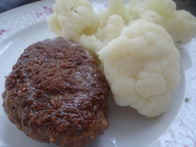 Rezeptbild Protein Fleischküchle mit Blumenkohl