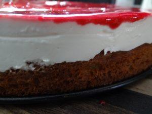 Low Carb Frischkäse Torte mit Himbeerglasur