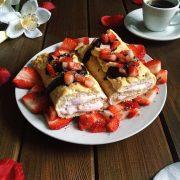 Rezept für Biskuitrolle mit Erdbeer-Quark-Füllung